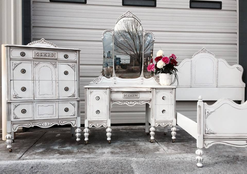 Bedroom Furniture Set In Snow White Milk Paint And Van Dyke Brown Glaze |  General Finishes Design Center