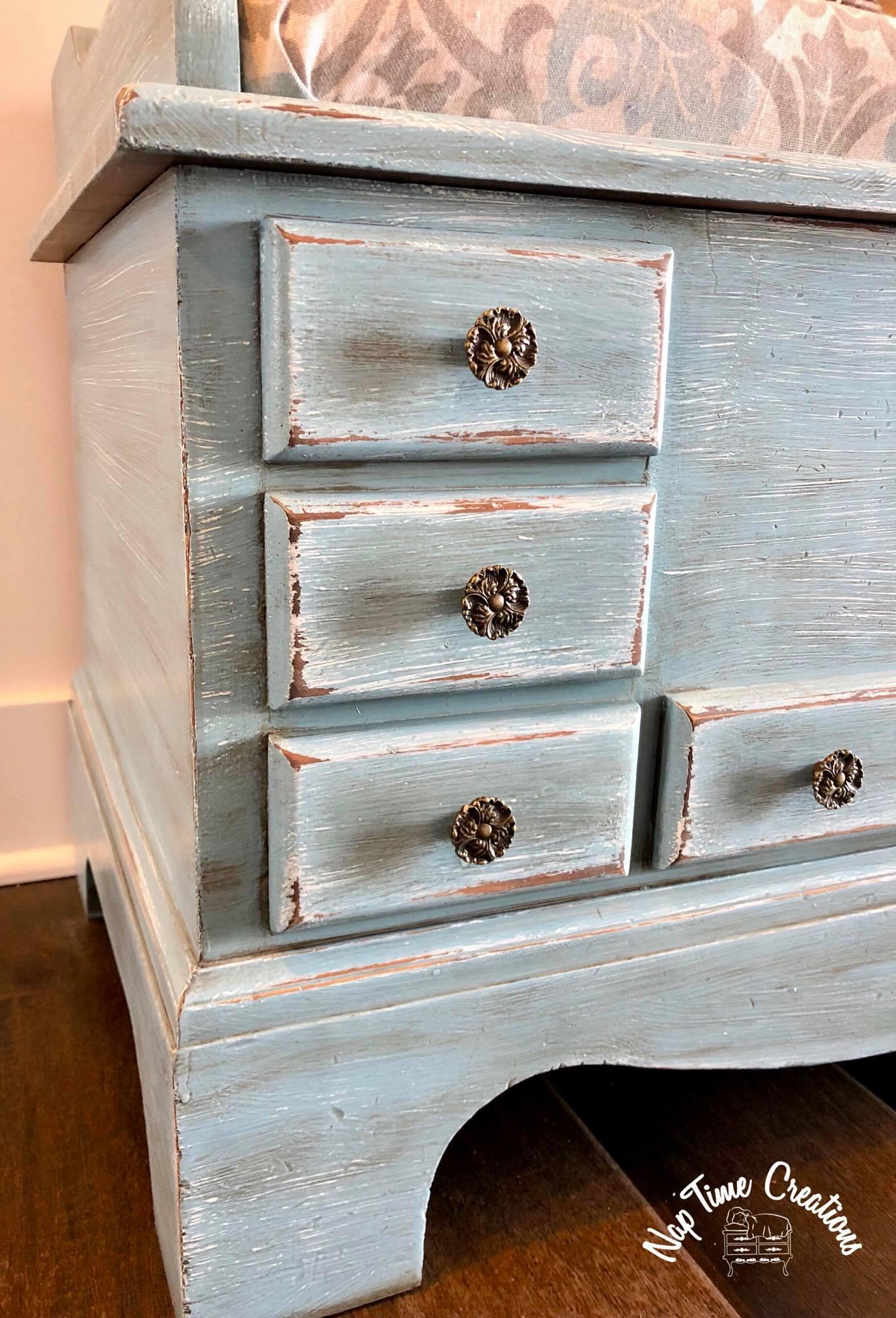 Cedar Chest Layered In Snow White Halcyon Blue Amp Van Dyke