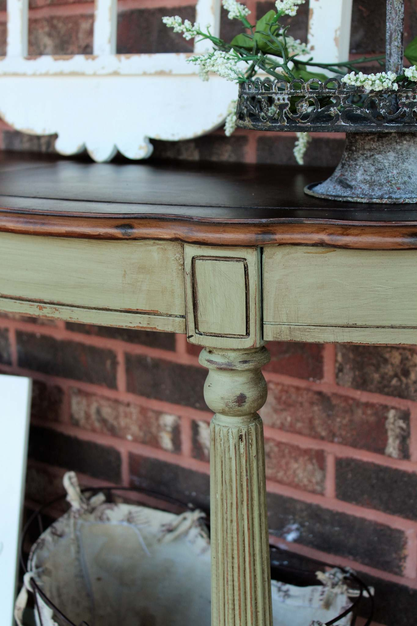 Accent Table In Bayberry Green Amp Van Dyke Brown General