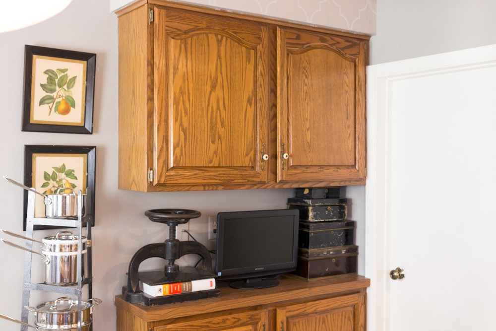 Snow white kitchen cabinets general finishes design center for White kitchen cabinets turning yellow