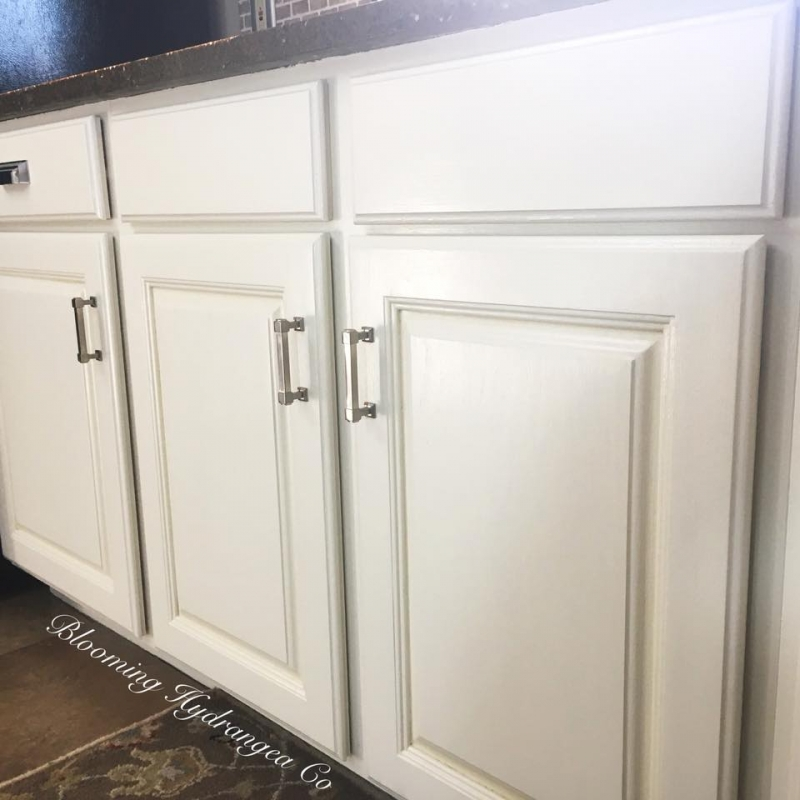 White Stain Kitchen Cabinets: Antique White Kitchen Cabinets